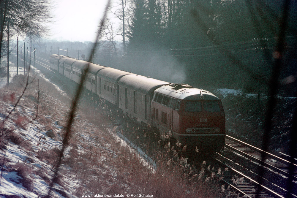http://www.traktionswandel.de/pics/foren/hifo/1975-12-30_E18-12_215095-1_BwUlm_D_Ravensburg_1000.jpg
