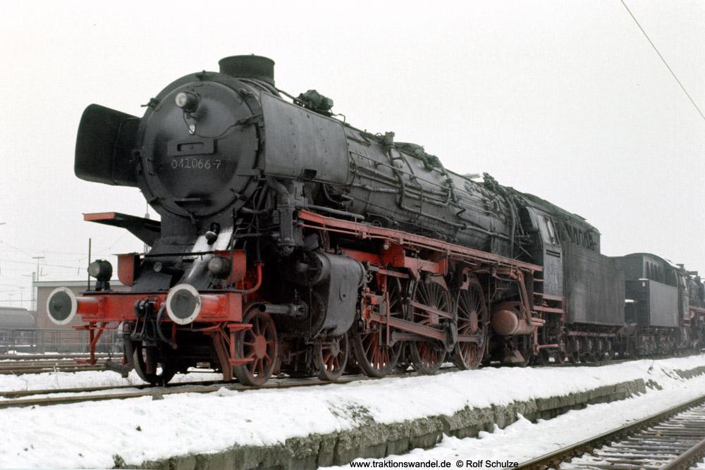 http://www.traktionswandel.de/pics/foren/hifo/1975-12-30_E20-19_012066-7-UEF_UlmGbf_1000.jpg