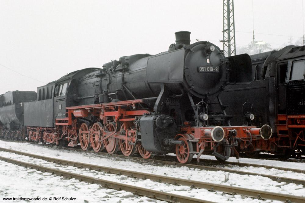 http://www.traktionswandel.de/pics/foren/hifo/1975-12-30_E20-21_051019z_BwUlm_inUlmGbf_1000.jpg