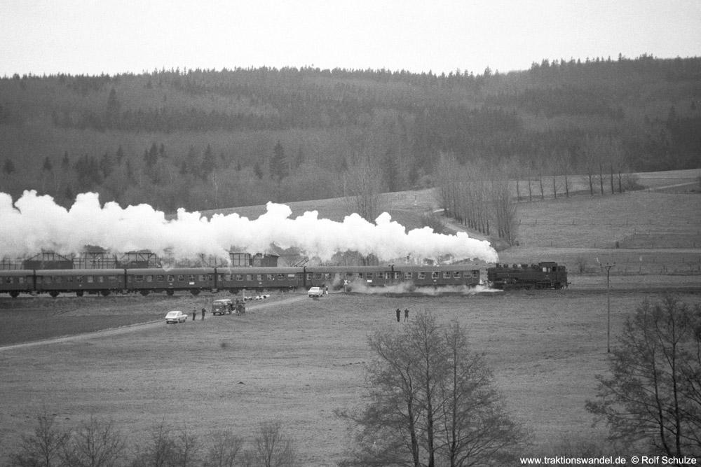 http://www.traktionswandel.de/pics/foren/hifo/1975/1975-12-07_A322-18_86346-UEF_Sdz_Rhoen_1000.jpg