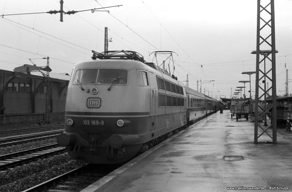 http://www.traktionswandel.de/pics/foren/hifo/1976/1976-01-03_A325-12_103169-9_BwFrankfurt-M-1_D270-Italia-Express_Goettingen_1000.jpg
