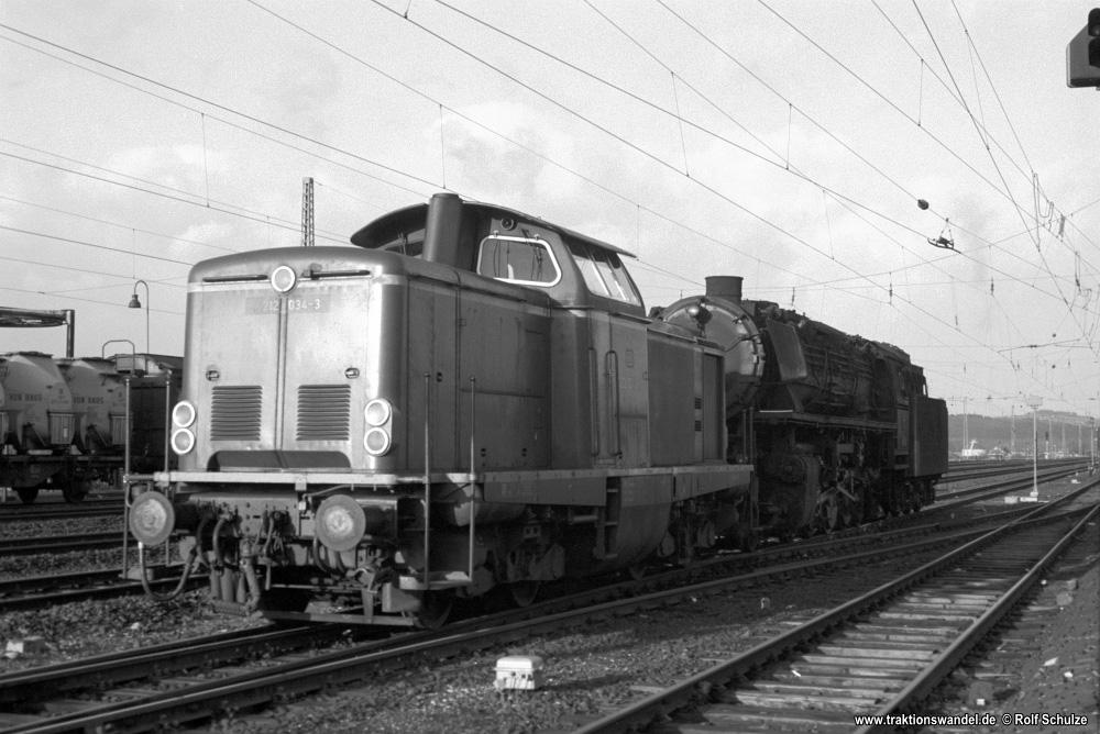 http://www.traktionswandel.de/pics/foren/hifo/1976/1976-01-03_A325-27_212034_BwGoettingen_044360_BwOttbergen_inNoerten-Hardenberg_1000.jpg