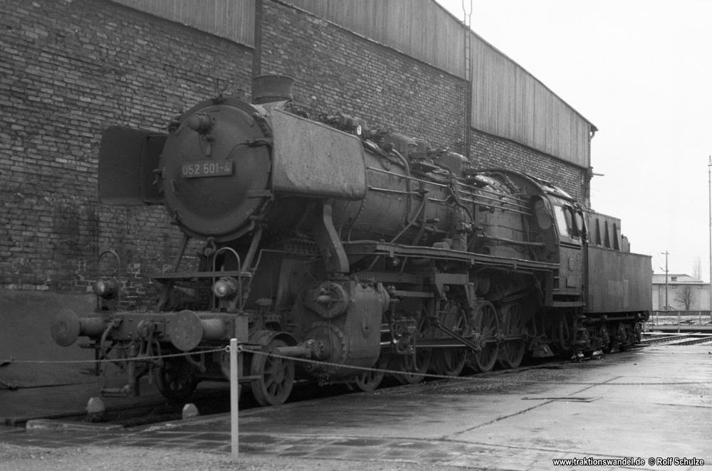 http://www.traktionswandel.de/pics/foren/hifo/1976/1976-01-04_A325-36_052501-4_BwLehrte_imBwNortheim_1000.jpg