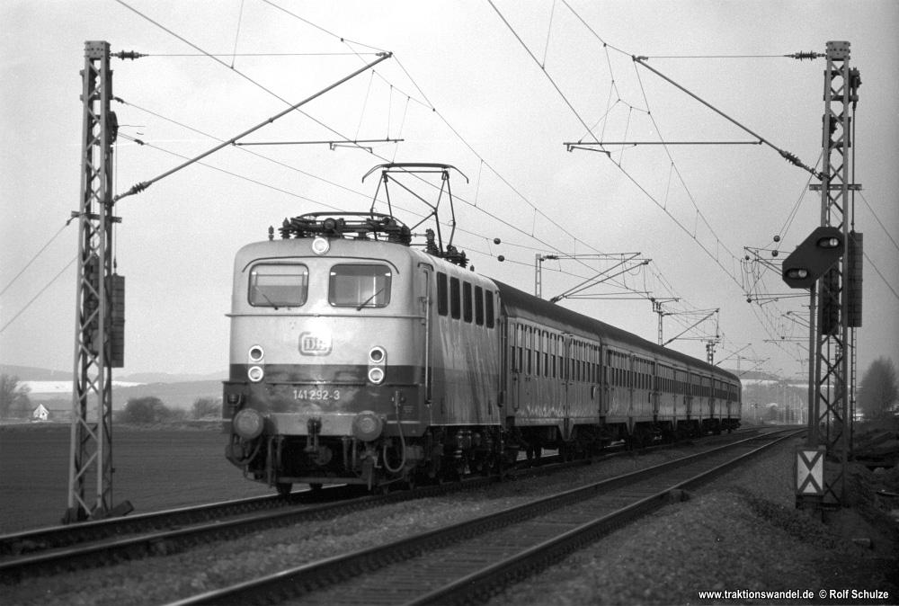 http://www.traktionswandel.de/pics/foren/hifo/1976/1976-01-04_A326-06_141292-3_BwBebra_N_beiNortheim_1000.jpg