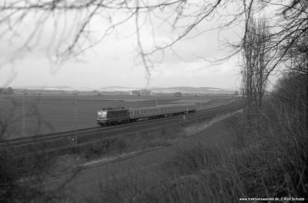 http://www.traktionswandel.de/pics/foren/hifo/1976/1976-01-04_A326-08_141_E_b-Northeim_1000.jpg