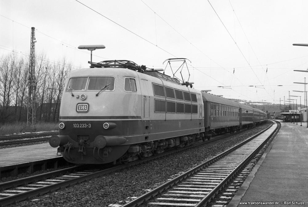 http://www.traktionswandel.de/pics/foren/hifo/1976/1976-01-04_C57-09_103233-3_BwHamburg-Eidelstedt_D_Goettingen_1000.jpg