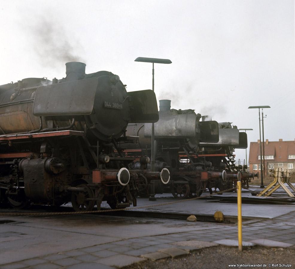 http://www.traktionswandel.de/pics/foren/hifo/1976/1976-01-04_F13-12_044360_051580_044326_imBwNortheim_1000.jpg
