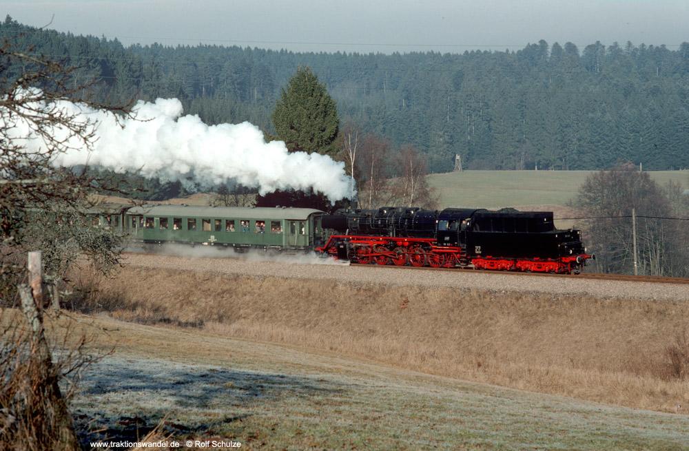 http://www.traktionswandel.de/pics/foren/hifo/1990/1990-01-14_E100-11_50622_Sdz_b-Lossburg_1000.jpg