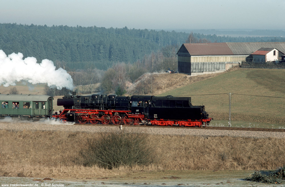 http://www.traktionswandel.de/pics/foren/hifo/1990/1990-01-14_E100-12_50622_Sdz_b-Lossburg_1000.jpg