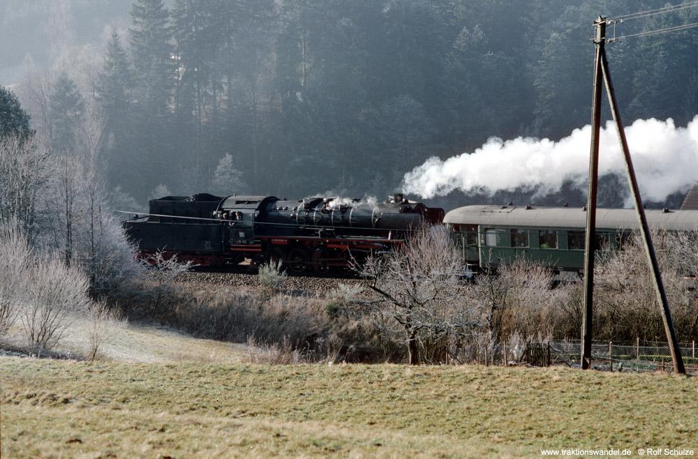 http://www.traktionswandel.de/pics/foren/hifo/1990/1990-01-14_E100-13_50622_Sdz_b-Lossburg_1000.jpg