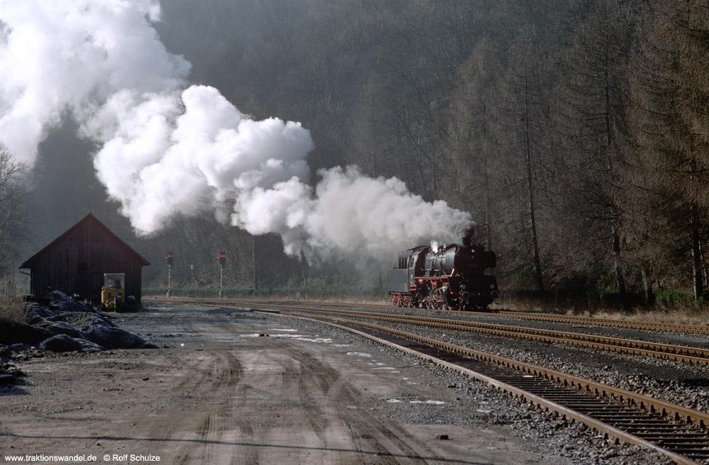 http://www.traktionswandel.de/pics/foren/hifo/1990/1990-01-14_E100-16_50622_Alpirsbach_1000.jpg