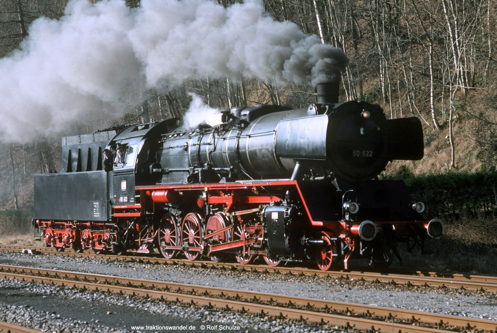 http://www.traktionswandel.de/pics/foren/hifo/1990/1990-01-14_E100-17_50622_Alpirsbach_1000.jpg