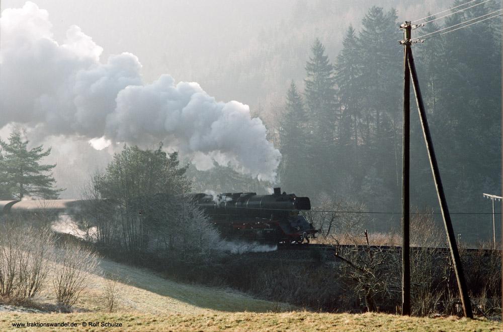 http://www.traktionswandel.de/pics/foren/hifo/1990/1990-01-14_E100-20_50622_Sdz_noerdl-Alpirsbach_1000.jpg