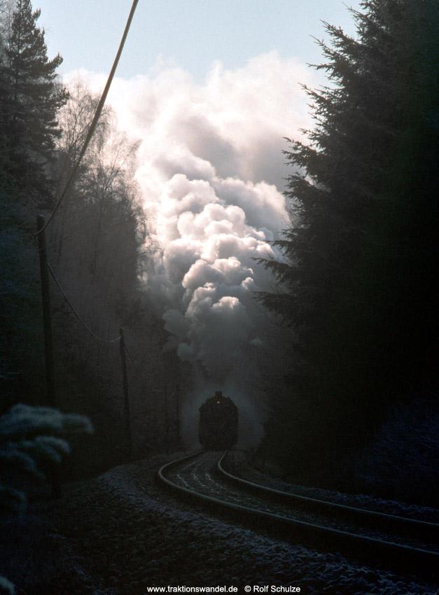 http://www.traktionswandel.de/pics/foren/hifo/1990/1990-01-14_E100-22_50622_Sdz_suedl-Lossburg_1000.jpg