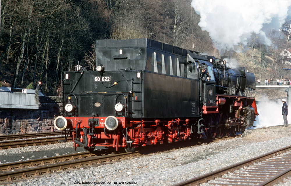 http://www.traktionswandel.de/pics/foren/hifo/1990/1990-01-14_E100-32_50622_Alpirsbach_1000.jpg