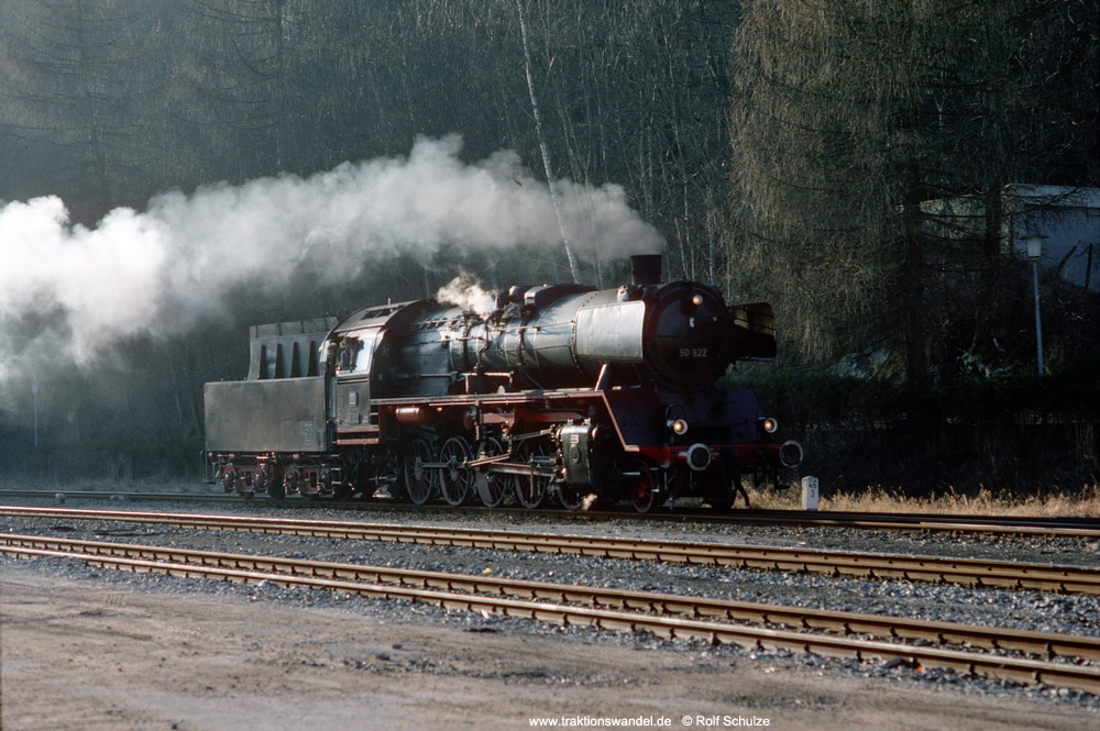 http://www.traktionswandel.de/pics/foren/hifo/1990/1990-01-14_E100-35_50622_Alpirsbach_1000.jpg