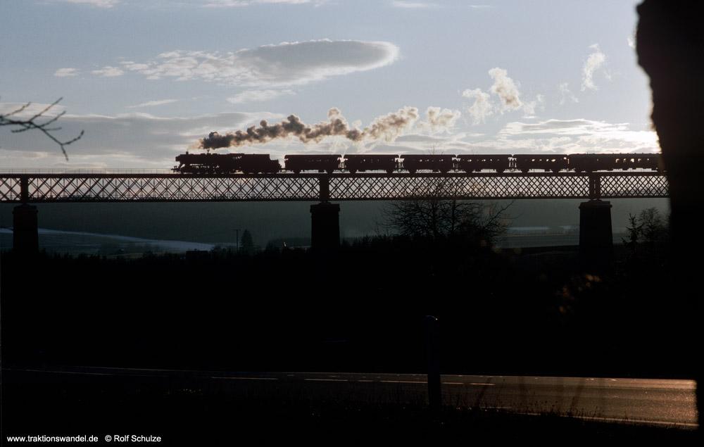 http://www.traktionswandel.de/pics/foren/hifo/1990/1990-01-14_E101-12_50622_Sdz_Ettenbach-Viaduk_1000.jpg