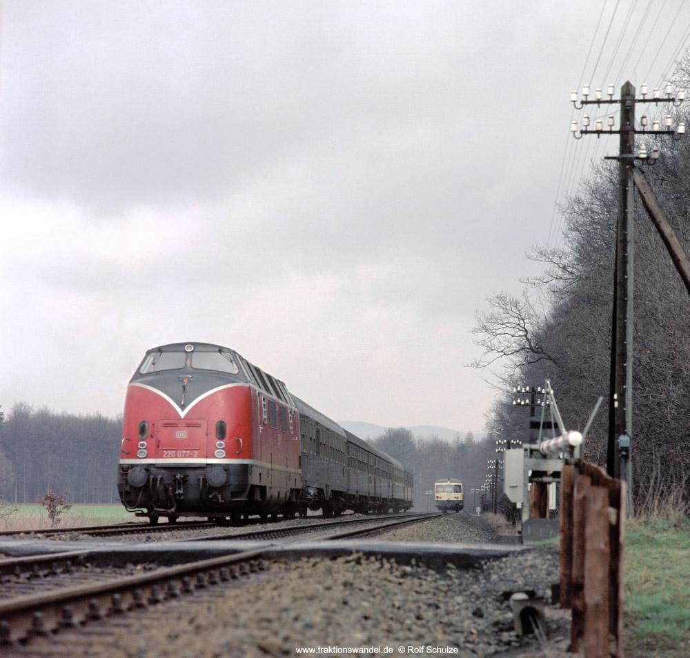 http://www.traktionswandel.de/pics/foren/hifo/fragen/1976-04-08_F18-11_220077-2_BwBraunschweig_E_wo_1000.jpg