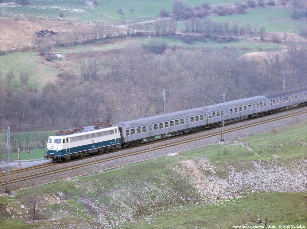 http://www.traktionswandel.de/pics/foren/hifo/fragen/1976-04-15_F27-10_110_E_Viadukt-Altenbeken_1000.jpg