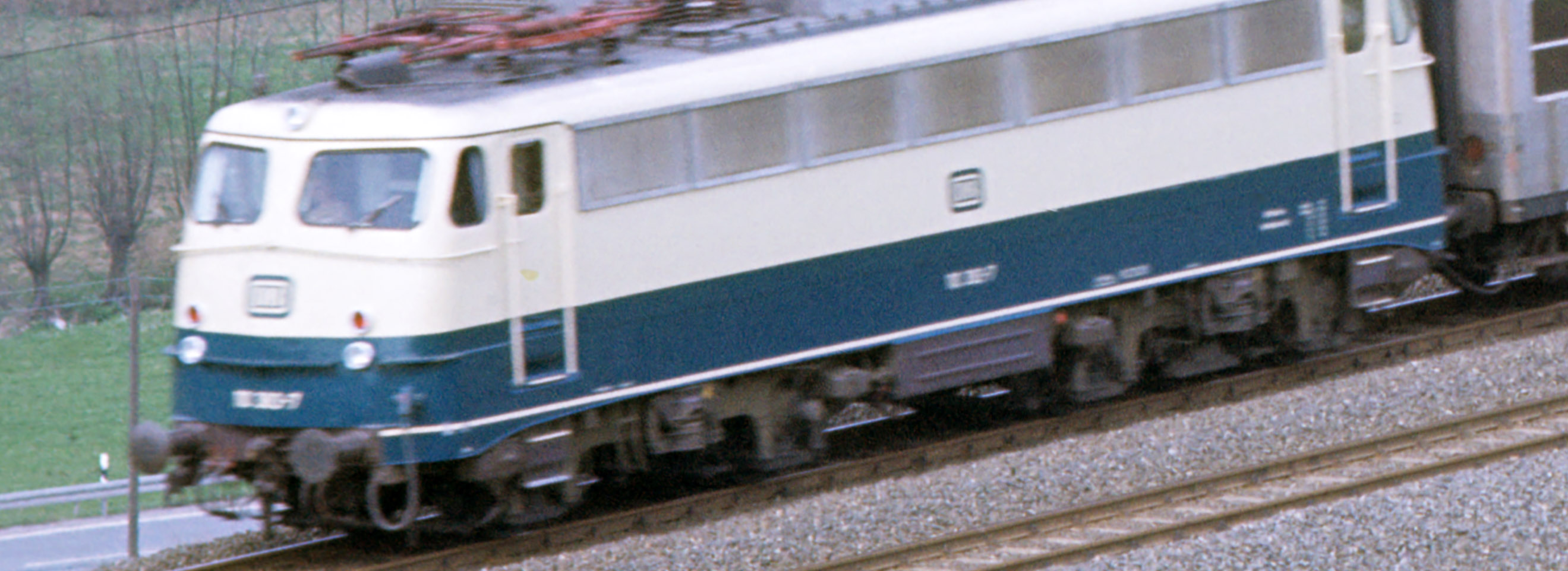 http://www.traktionswandel.de/pics/foren/hifo/fragen/1976-04-15_F27-10_110_E_Viadukt-Altenbeken_aus.jpg