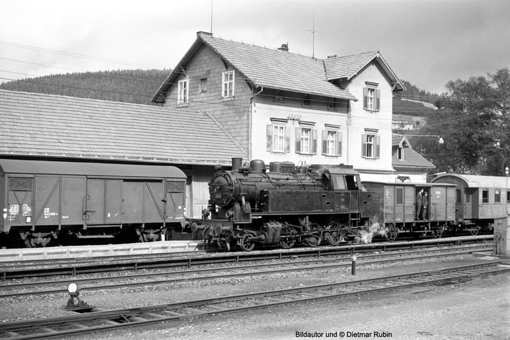 http://www.traktionswandel.de/pics/foren/hifo/rubin/20_1967-68_063fp3-23A_Lok401_Furtwangen_DietmarRubin_1000.jpg