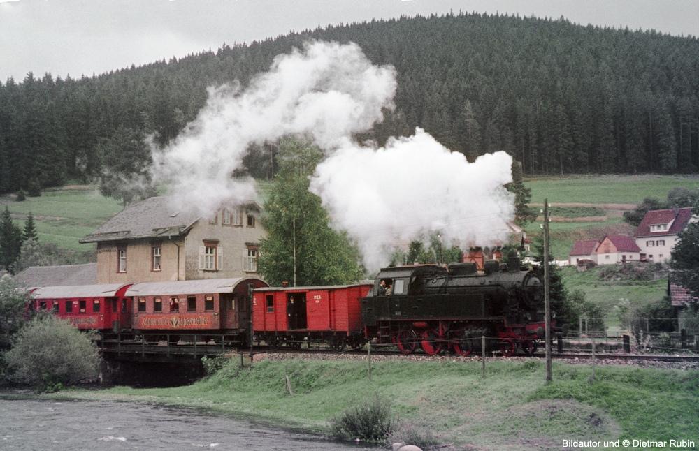 http://www.traktionswandel.de/pics/foren/hifo/rubin/9_1967_49_Lok401-MEG_Sdz_Donaueschingen_DietmarRubin_1000.jpg