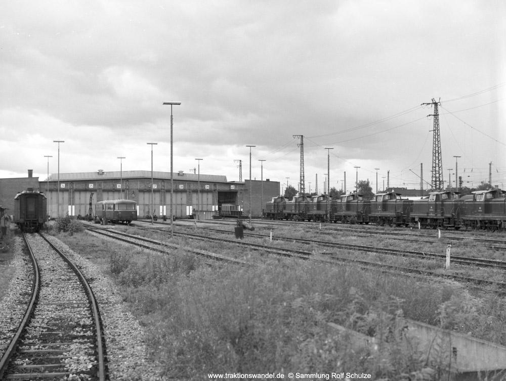 http://www.traktionswandel.de/pics/foren/hifo/sammlung/196x_OF5-15_260er_imBwOffenburg_1000.jpg