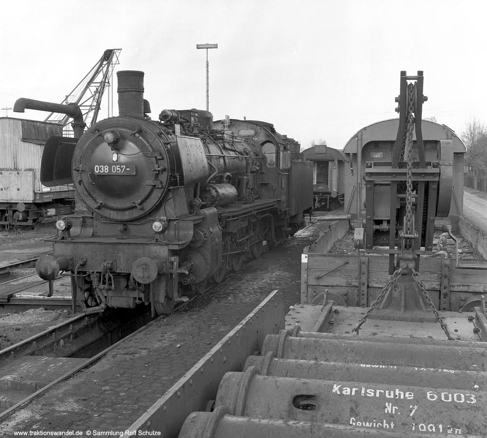 http://www.traktionswandel.de/pics/foren/hifo/sammlung/1970_OF6-12_038057-6_BwTuebingen_imBwOffenburg_1000.jpg