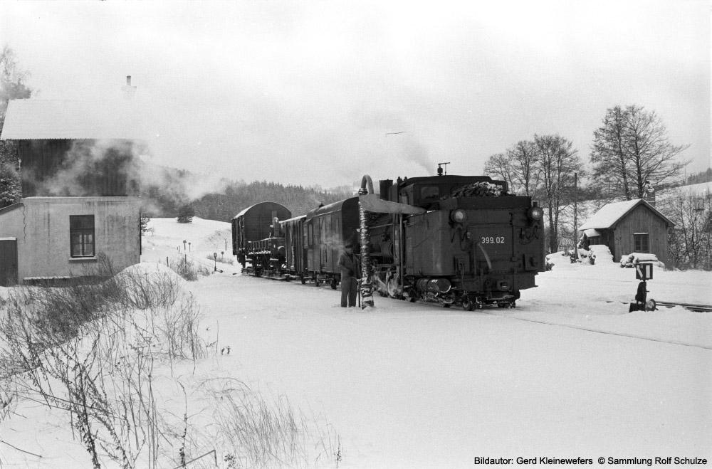 http://www.traktionswandel.de/pics/foren/hifo/sammlung/1973-02-26_12A_399-02-OeBB_Zgfst-Gmuend_Waldviertelbahn(_GerdKleineswefers_1000.jpg