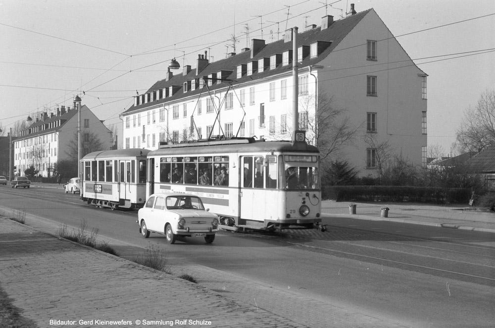 http://www.traktionswandel.de/pics/foren/hifo/sammlung/b_1964-1970_Bd03_Rheinbahn_Wg29_Linie16_Duesseldorf_GerdKleinewefers_1000.jpg