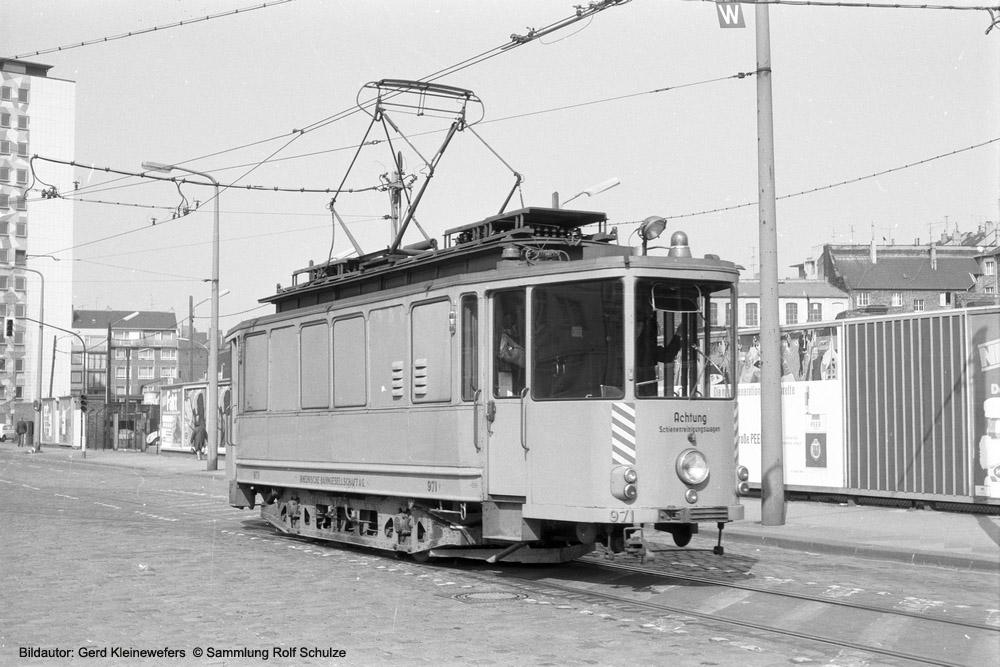 http://www.traktionswandel.de/pics/foren/hifo/sammlung/g_1964-1970_Bd15_Rheinbahn_Wg971-Schienenreinigungswagen_Duesseldorf_GerdKleinewefers_1000.jpg