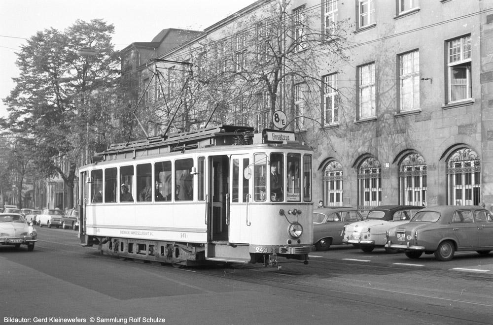 http://www.traktionswandel.de/pics/foren/hifo/sammlung/k_1964-1970_Bd72_RheinbahnWg243_Linie8E_-Duesseldorf_GerdKleinewefers_1000.jpg