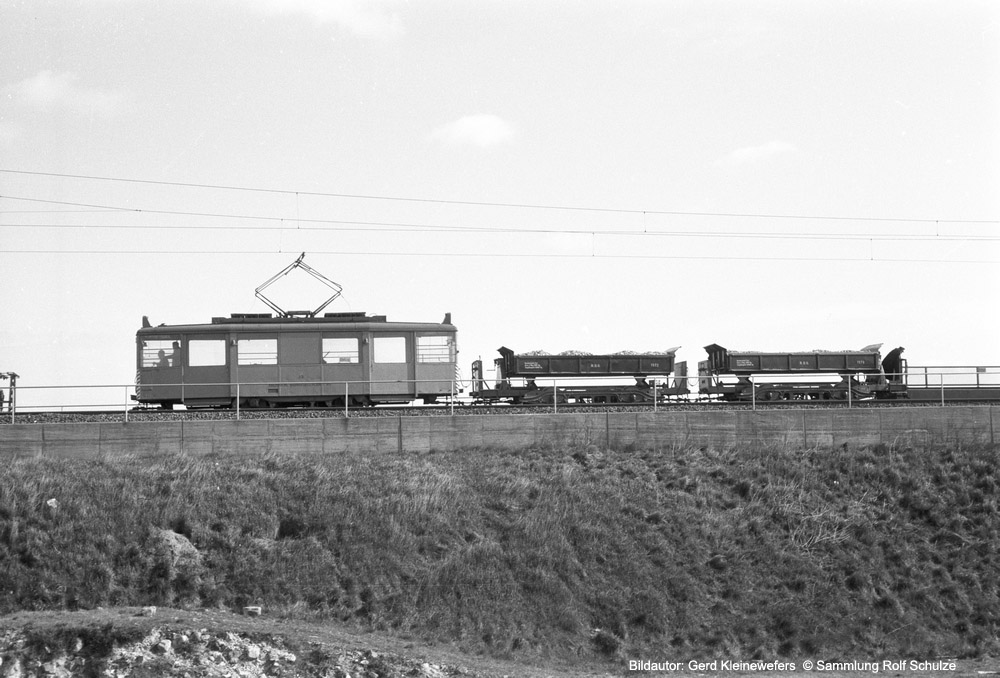 http://www.traktionswandel.de/pics/foren/hifo/sammlung/o_1964-1970_Bd57-2_Rheinbahn_Wg13_Arbeitsszug_Duesseldorf_GerdKleinewefers_1000.jpg