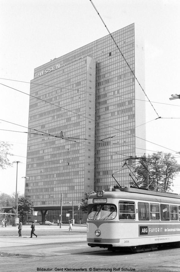 http://www.traktionswandel.de/pics/foren/hifo/sammlung/q_1964-1970_Bd28A_Rheinbahn_Wg2434_Linie18_Duesseldorf_GerdKleinewefers_900h.jpg