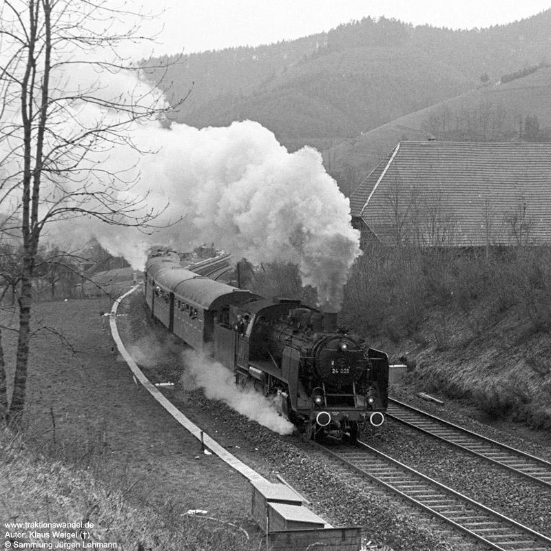 http://www.traktionswandel.de/pics/foren/kl-we/1973-04-21_14_24009_Sdz_Gutach_KlausWeigel.jpg