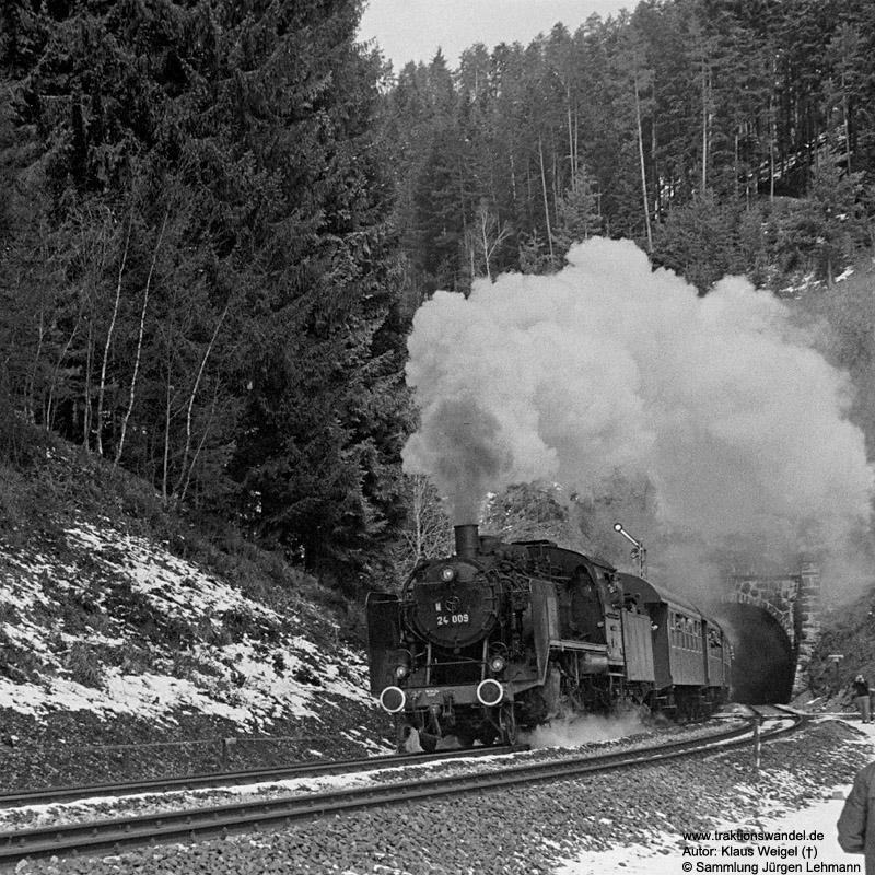 http://www.traktionswandel.de/pics/foren/kl-we/1973-04-21_20_24009_Sdz_Eisenbergtunnel_KlausWeigel.jpg