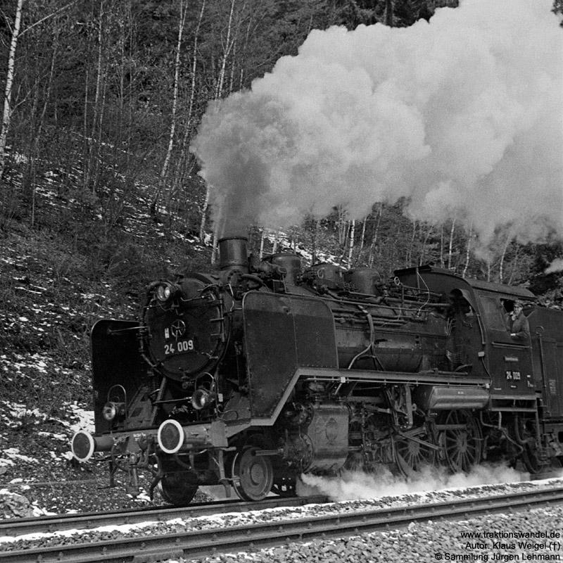 http://www.traktionswandel.de/pics/foren/kl-we/1973-04-21_21A_24009_Sdz_Eisenbergtunnel_KlausWeigel.jpg