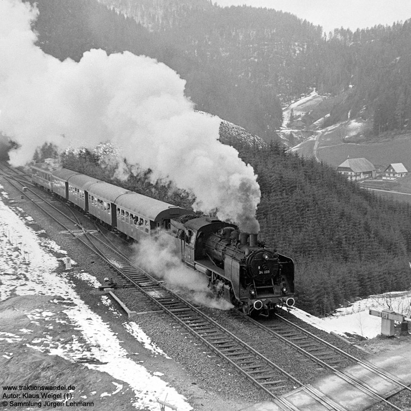 http://www.traktionswandel.de/pics/foren/kl-we/1973-04-21_26A_24009_Sdz_zw-Obergiess-u-Hippensbachtu_KlausWeigel.jpg