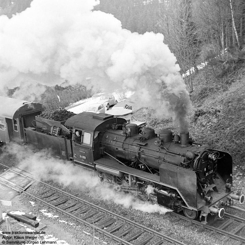 http://www.traktionswandel.de/pics/foren/kl-we/1973-04-21_27A_24009_Sdz_Einf-Hippensbachtunnel_KlausWeigel.jpg