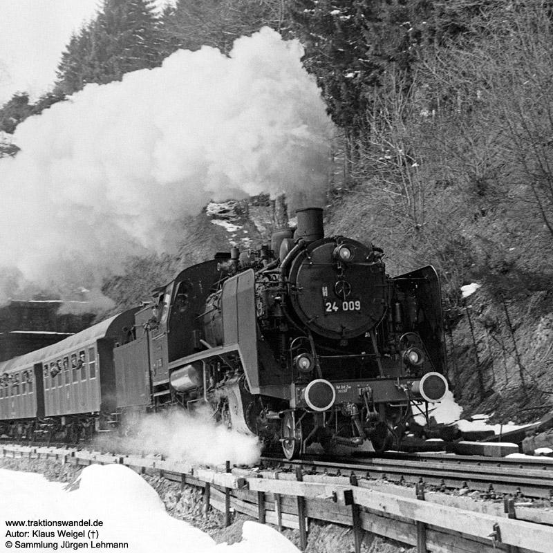 http://www.traktionswandel.de/pics/foren/kl-we/1973-04-21_31A_24009_Sdz_Steinbis-Tunnel_KlausWeigel.jpg