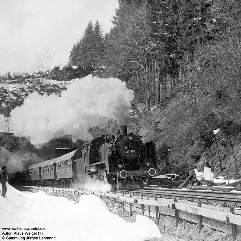 http://www.traktionswandel.de/pics/foren/kl-we/1973-04-21_31_24009_Sdz_Steinbis-Tunnel_KlausWeigel.jpg