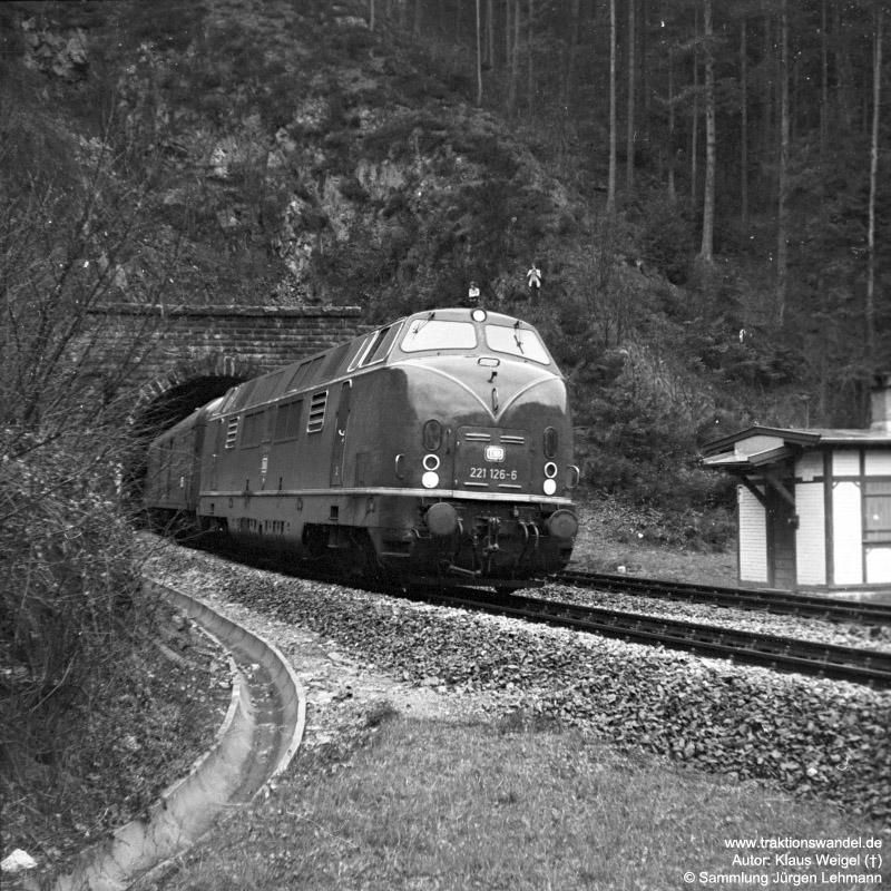 http://www.traktionswandel.de/pics/foren/kl-we/1973-04-29_31_221126-6_BwVillg_D_4-Bauer-Tunnel_KlausWeigel.jpg