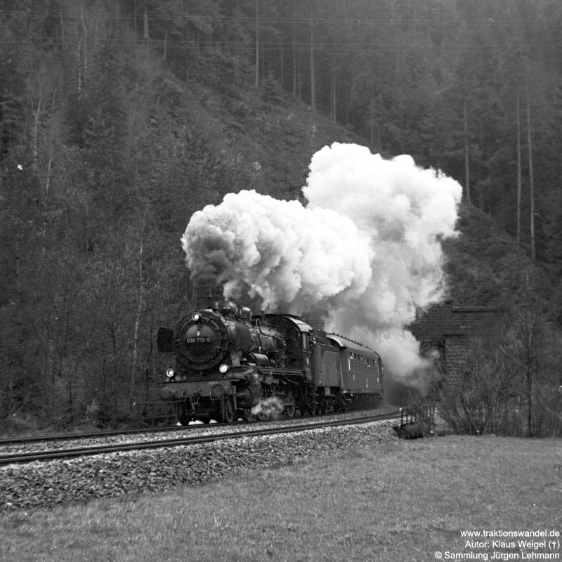 http://www.traktionswandel.de/pics/foren/kl-we/1973-04-29_38_038772-0_Sdz_Niederwassertunnel_KlausWeigel.jpg
