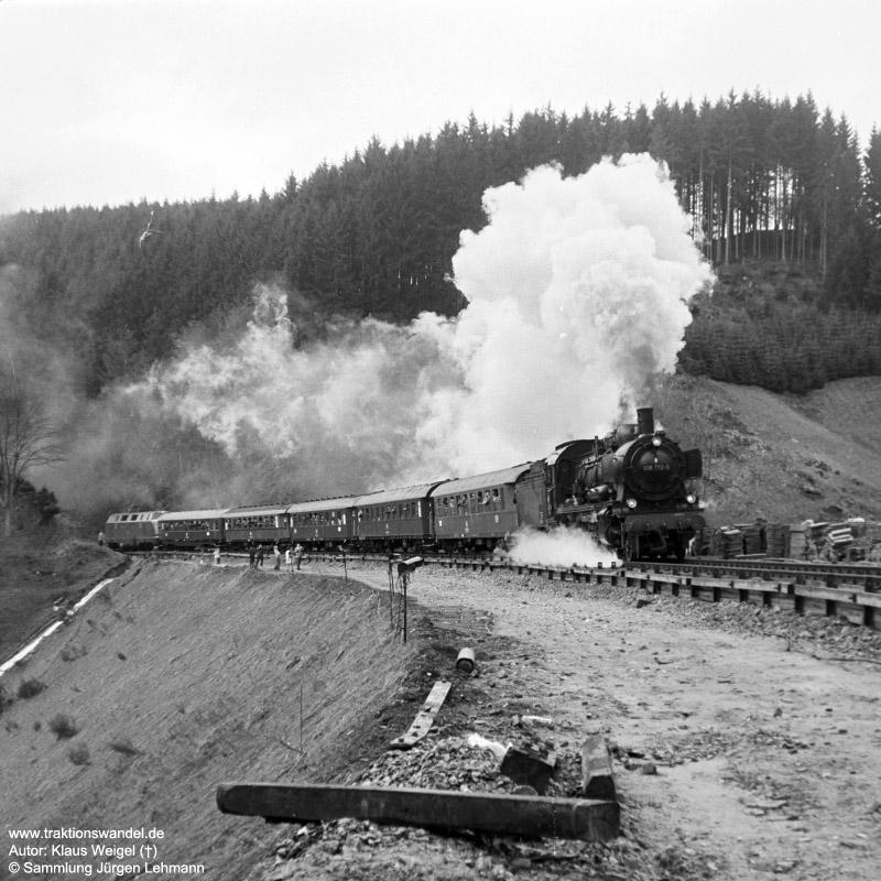 http://www.traktionswandel.de/pics/foren/kl-we/1973-04-29_56_038772-0_Sdz_vorTannenwald-Tunnel_KlausWeigel.jpg