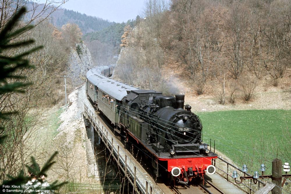 http://www.traktionswandel.de/pics/foren/kl-we/1974-04-07_012_078246_Sdz_suedl-Storzingen_KlausWeigel_1000.jpg