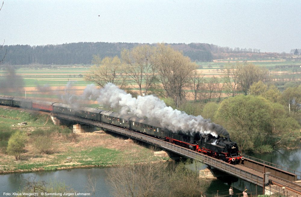 http://www.traktionswandel.de/pics/foren/kl-we/1974-04-07_014_064491_078246_Sdz_km86-4_Donaubruecke-beiScheer_KlausWeigel_1000.jpg