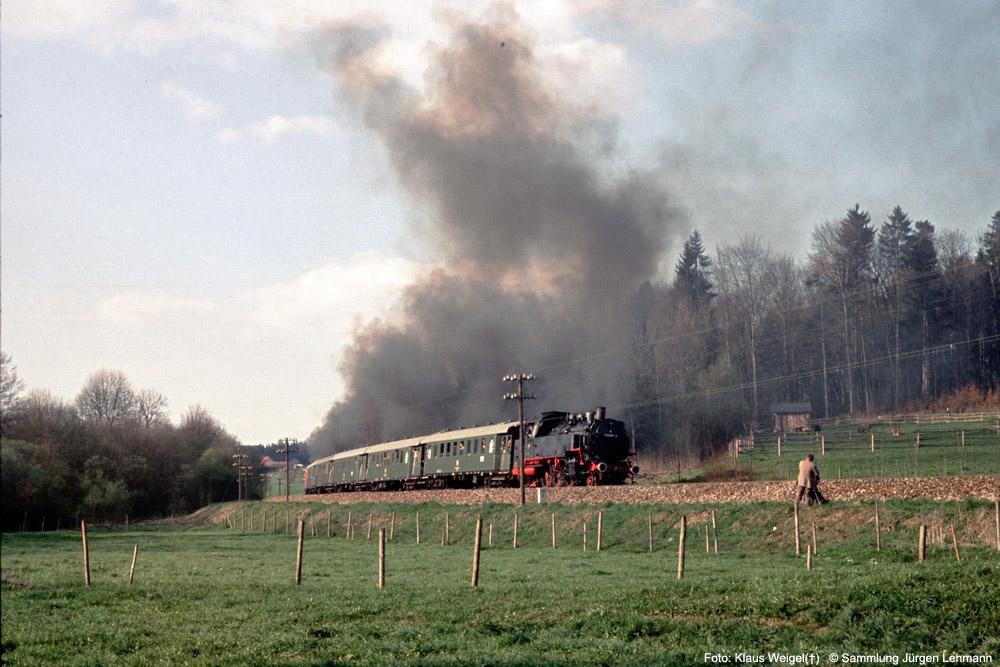 http://www.traktionswandel.de/pics/foren/kl-we/1974-04-07_204_064419_078246_Sdz_064491-Schub_Km161-6-beiMagenhaus_KlausWeigel_1000.jpg