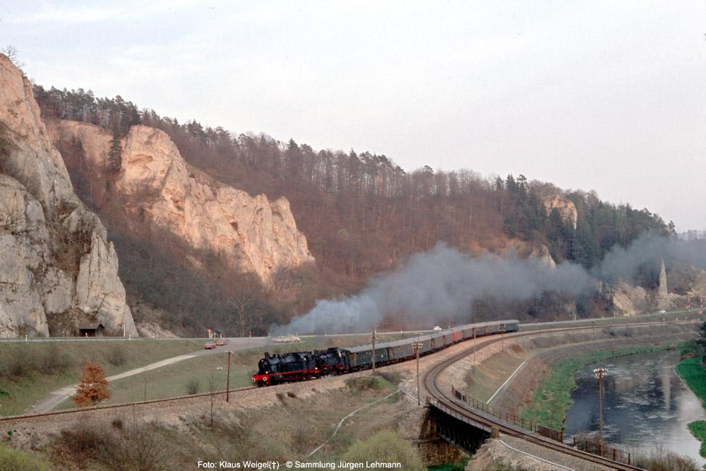 http://www.traktionswandel.de/pics/foren/kl-we/1974-04-07_207_078246_064491_Sdz_b-Inzigkofen_KlausWeigel_1000.jpg