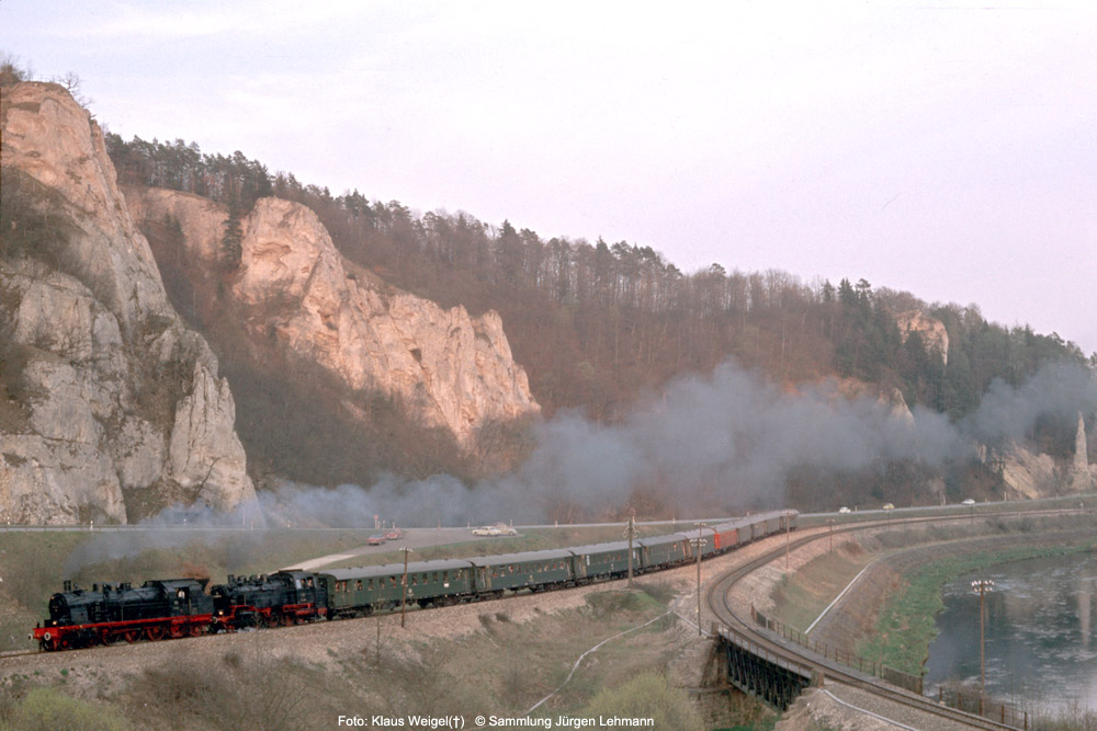 http://www.traktionswandel.de/pics/foren/kl-we/1974-04-07_208_078246_064491_Sdz_b-Inzigkofen_KlausWeigel_1000.jpg