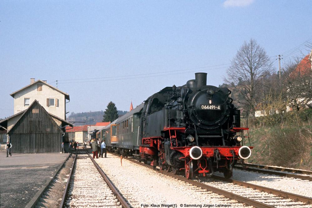 http://www.traktionswandel.de/pics/foren/kl-we/1974-04-07_222_064691_Sdz_Onstmettingen_KlausWeigel_1000.jpg